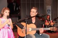 İLKÖĞRETİM OKULU - Kutsi 8 Yaşındaki Kızıyla Konser Verdi