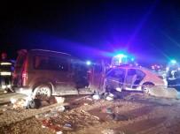 TİCARİ ARAÇ - Manisa'da Katliam Gibi Kaza Açıklaması 2 Ölü, 2'Si Ağır 10 Yaralı