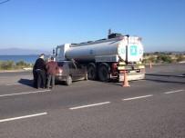 TRAFİK YOĞUNLUĞU - Tankerin Altına Giren Otomobilden Burnu Kanamadan Çıktı