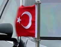 KÜLTÜR BAKANı - Türk bayrağına saldırı girişimi