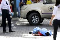 SOKAK ÇOCUĞU - Venezuela'da Sokak Çocukları 2 Askeri Öldürdü