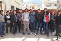 HASAN KAHRAMAN - Yağmur Yağınca Ücretleri Kesilen Madenciler İşi Bıraktı