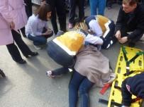 SELAMİ ŞAHİN - Ataşehir'de Karşıda Karşıya Geçen Kadın Tırın Altında Kaldı