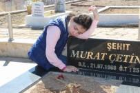 ERHAN ÜSTÜNDAĞ - Hiç Hatırlamadığı Babasının Mezarı Başında Gözyaşı Döktü