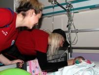 OYUNCAK BEBEK - Kadın Basketbolcular Çocuk Hastanesinde