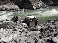 Minibüs Irmağa Uçtu Açıklaması 1 Ölü, 2 Yaralı