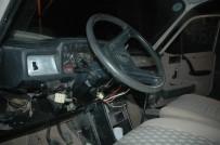 DİREKSİYON - Otomobili Duvara Çarpıp Kaçtılar