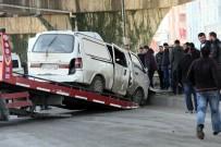 HASTANE - Servis Minibüsüyle Panelvan Araç Çarpıştı Açıklaması 4 Yaralı