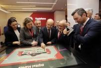 TEKNOLOJI - Başbakan Yardımcısı Şimşek Ve Ulaştırma Bakanı Arslan, Vodafone Standını Ziyaret Etti