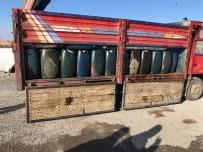 JANDARMA KOMUTANLIĞI - Başkale'de 5 Ton Kaçak Mazot Ele Geçirildi