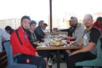 ESNAF VE SANATKARLAR ODASı - Bilecikspor, Pazaryeri Maçı Öncesi Kahvaltıda Bir Araya Geldi