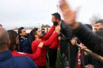 TEKNİK DİREKTÖR - Futbolcularla Taraftarlar Arasında Gerginlik