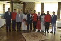 KÖRFEZ - Halk Oyunları Ekibi Kupalarını Başkan Baran'a Takdim Etti