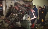 YÜKSELEN - Ankara'da Korkunç Kaza Açıklaması 4 Ölü, 1 Yaralı