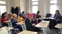Anne Ve Çocuklar El Ele Eğitim Görüyor