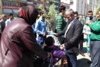 MEHMET TAHMAZOĞLU - Başkan Mehmet Tahmazoğlu Fidan Dağıttı