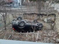EMNIYET MÜDÜRLÜĞÜ - Duvarı Aşıp Aracı İle Bahçeye Düşen Bayan Sürücü Ağır Yaralandı