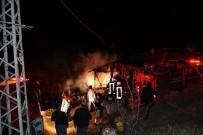 YANGINA MÜDAHALE - İmam Minareden Yangın Var Diye Anons Etti, Faciadan Dönüldü