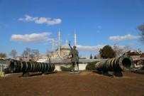 EDİRNE - Edirne'de Fatih Heykeli Geçici Olarak Selimiye'nin Önüne Taşındı