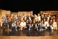 GENEL SANAT YÖNETMENİ - Efeler'de 'Topuzlu' Oyunu Büyük Beğeni Topladı