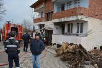 GAZİ MAHALLESİ - İki Kardeş Dede Ve Ninesini Yangından Kurtardı
