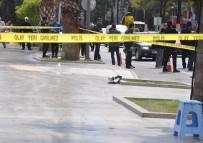 BOMBA İMHA UZMANI - Kent Meydanına Bırakılan Şüpheli Poşet Korkuttu