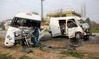 YOLCU TAŞIMACILIĞI - Minibüsler çarpıştı: 1 ölü, 18 yaralı