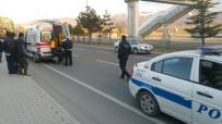 Otomobil Karşıya Geçmek İsteyen Genç Adama Çarpıp Kaçtı