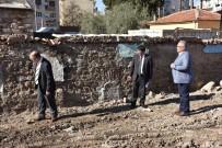 İSMAIL ÇORUMLUOĞLU - Şehzadeler, 438 Yıllık Tarihi Çeşmeye Yeniden Hayat Veriyor