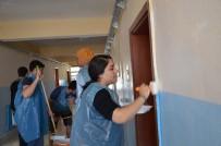 MÜDÜR YARDIMCISI - Üniversite Öğrencileri, İlkokul Duvarını Boyadı