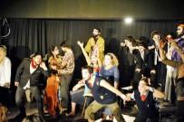 PIYES - Üniversiteliler Dünya Tiyatrolar Gününü Kutladı