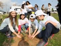 AİLE VE SOSYAL POLİTİKALAR BAKANLIĞI - Üniversiteliler Fidanları Çocuklarla Birlikte Toprakla Buluşturdu