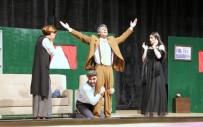 7 Aralık Tiyatro Topluluğu 'Yalancı Aranıyor' Oyununu Sergiledi