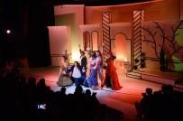 MEHMET ÖZGÜR - AŞT Dünya Tiyatrolar Günü'nü Sahnede Kutladı