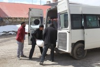 SOSYAL HİZMET - Başkale Belediyesinden Yoksul Ailelere Ekmek Ve Un Yardımı
