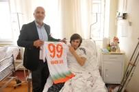 ALAADDIN KEYKUBAT - Başkan Çavuşoğlu'ndan Genç Taraftara Forma Sürprizi