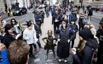 WALL STREET - Bronz 'Korkusuz Kız' Heykeli Mart 2018 Tarihine Kadar Wall Street Meydanında Kalacak