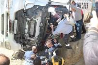 Hisarcık'ta Devrilen Tırda Sıkışan Sürücü 3 Saatte Çıkartılabildi
