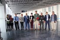 YOLCU UÇAĞI - İngiliz Turistlere Bodrum'da Karanfilli Karşılama