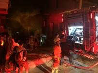 YANGINA MÜDAHALE - İzmir'de Metruk Bir Binada Yangın Çıktı