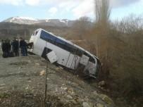 ERKENEK - Kamyon Yolcu Otobüsüne Arkadan Çarptı Açıklaması 9 Yaralı