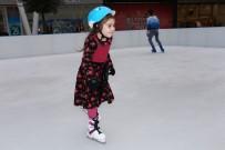 BUZ PATENİ - KO-MEK Kursiyerleri Buz Pateni Yaparak Stres Attı
