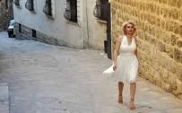 AFYONLU - Mardin'in Marilyn'i Kolları 'Evet' İçin Sıvadı