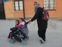 BEDENSEL ENGELLİ - Engelli Kızıyla Birlikte Okuma-Yazma Öğrendi