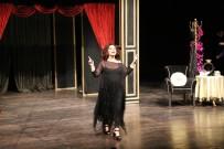 Tiyatrolar Günü'ne Nilgün Belgün Damgası