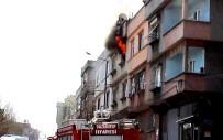 HACIBABA MAHALLESİ - Yangında Evde Kimsenin Olmaması Faciayı Önledi