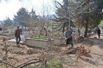YARBAŞı - Yarbaşı Mezarlığı Temizlendi