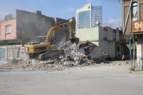 İSTİMLAK - Yüreğir'de Metruk Binalar Yıkılıyor