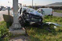 112 ACİL SERVİS - Aliağa'da Kamyonet İle Otomobil Çarpıştı Açıklaması 2 Yaralı