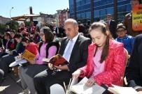 ALTINORDU - Belediyenin Önünde Kitap Okudular